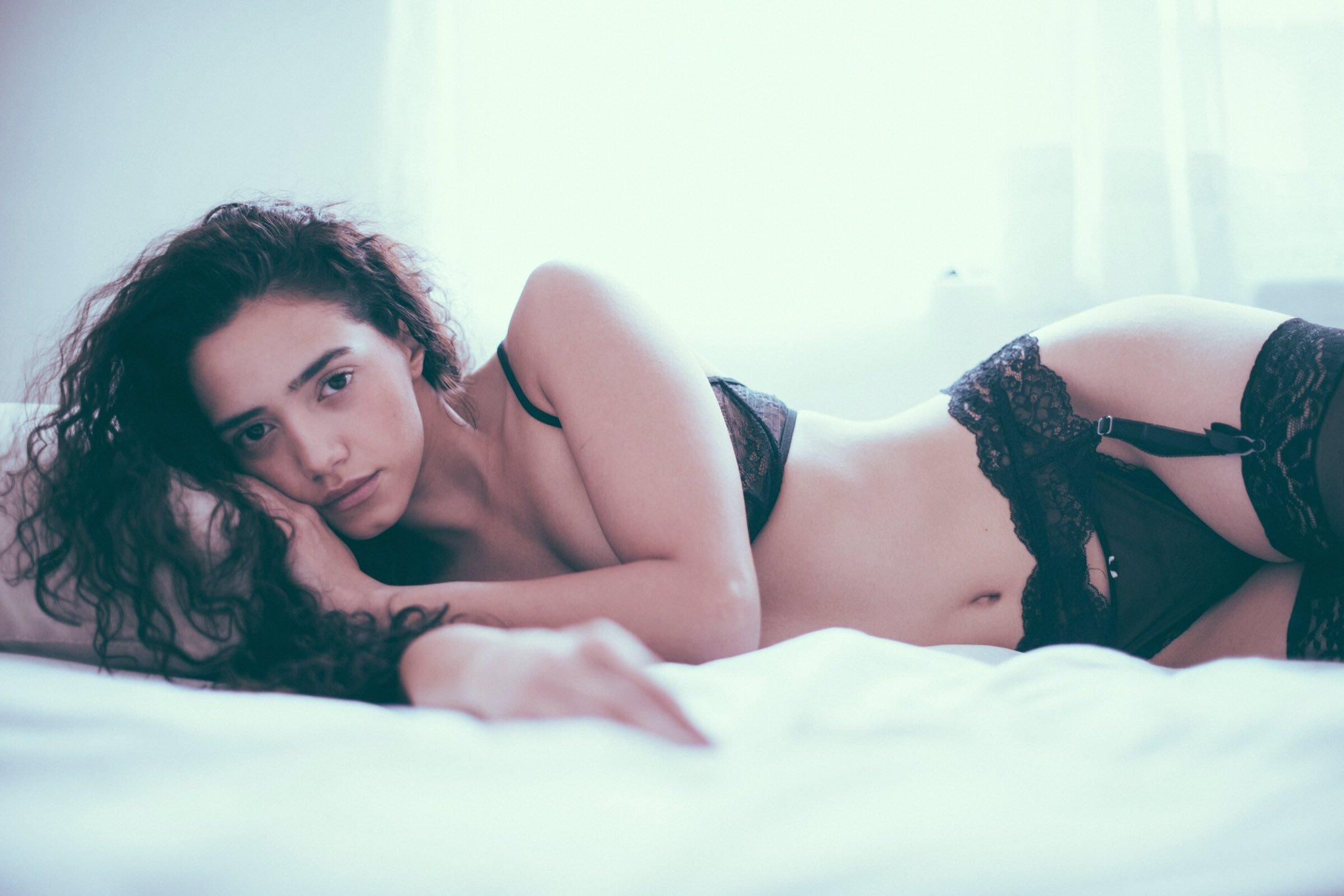Renée Valeria nue
