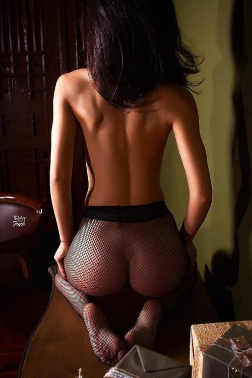 belle femme nue collant transparant