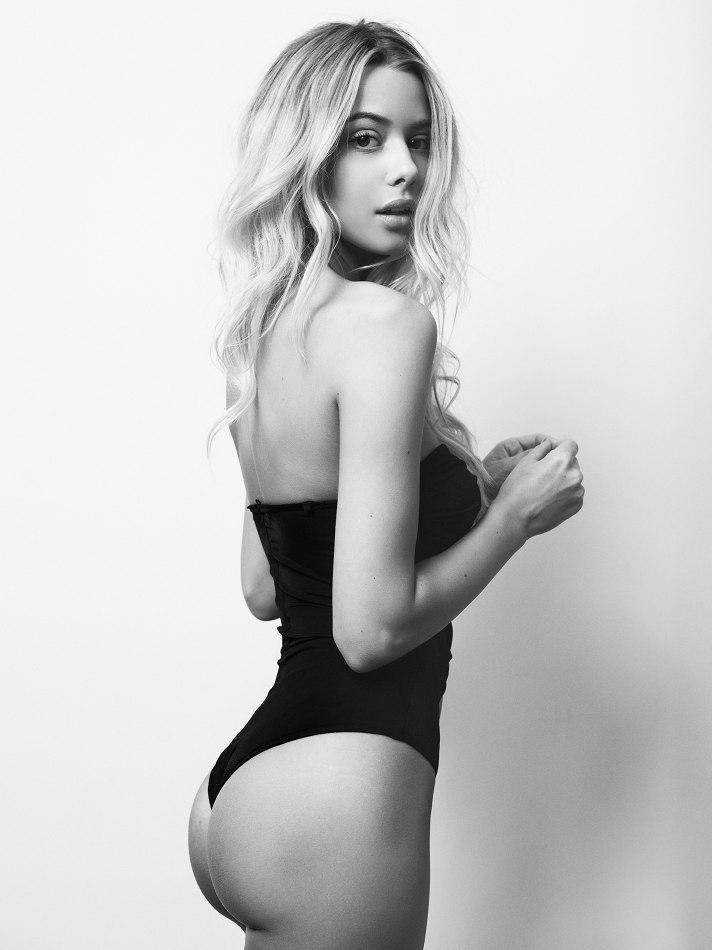 belle femme nue en bikini