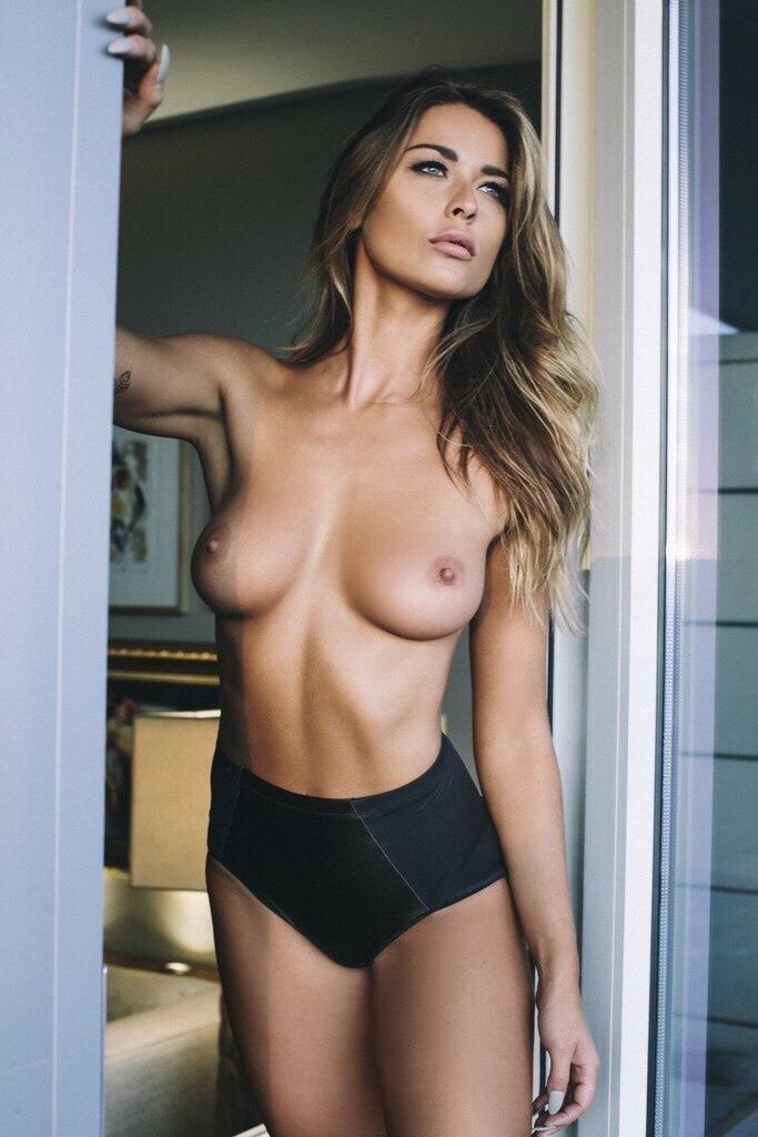 belle femme nue plus belle du monde