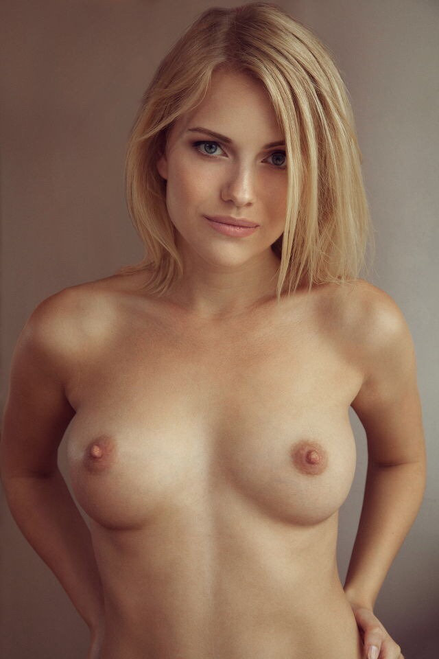 belle femme nue topless
