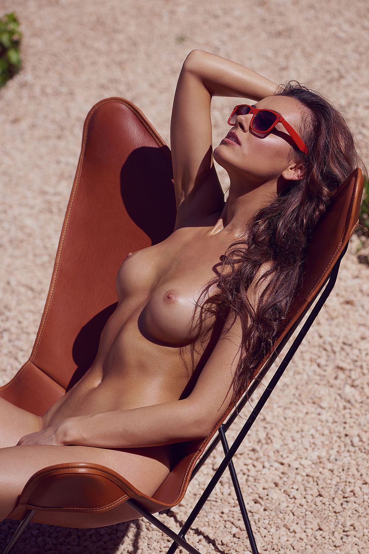 elle bronze nue