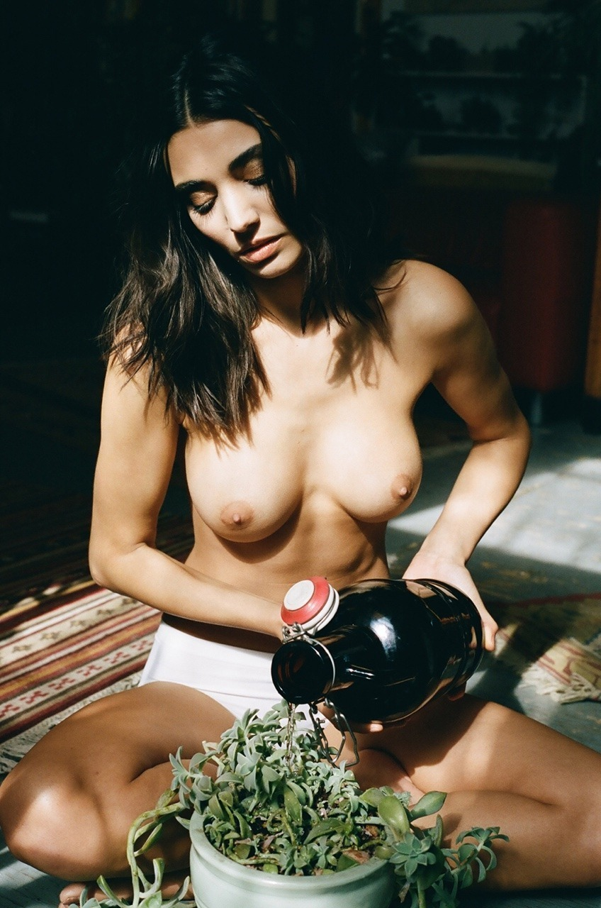 gros seins belle femme nue