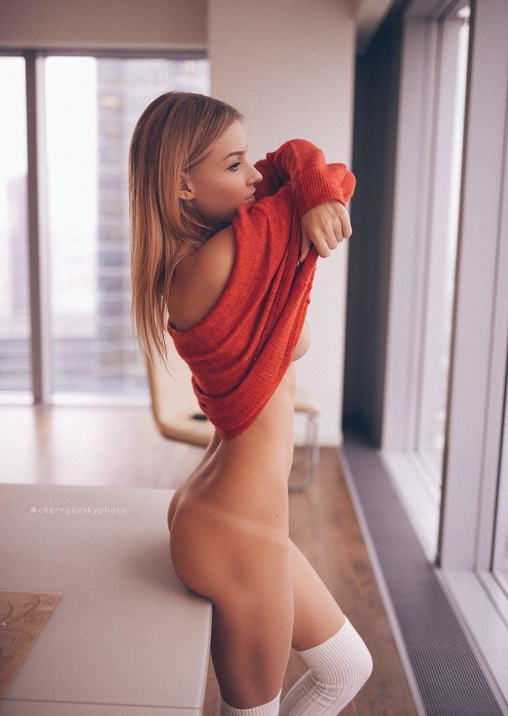 jolie femme blonde nue