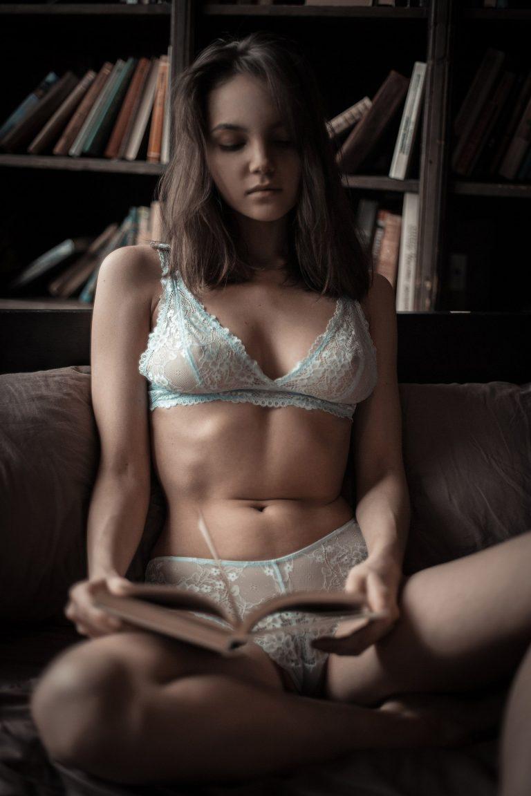 Maria Demina nue par Alex Nemalevichr - Bonsoir Mademoiselle