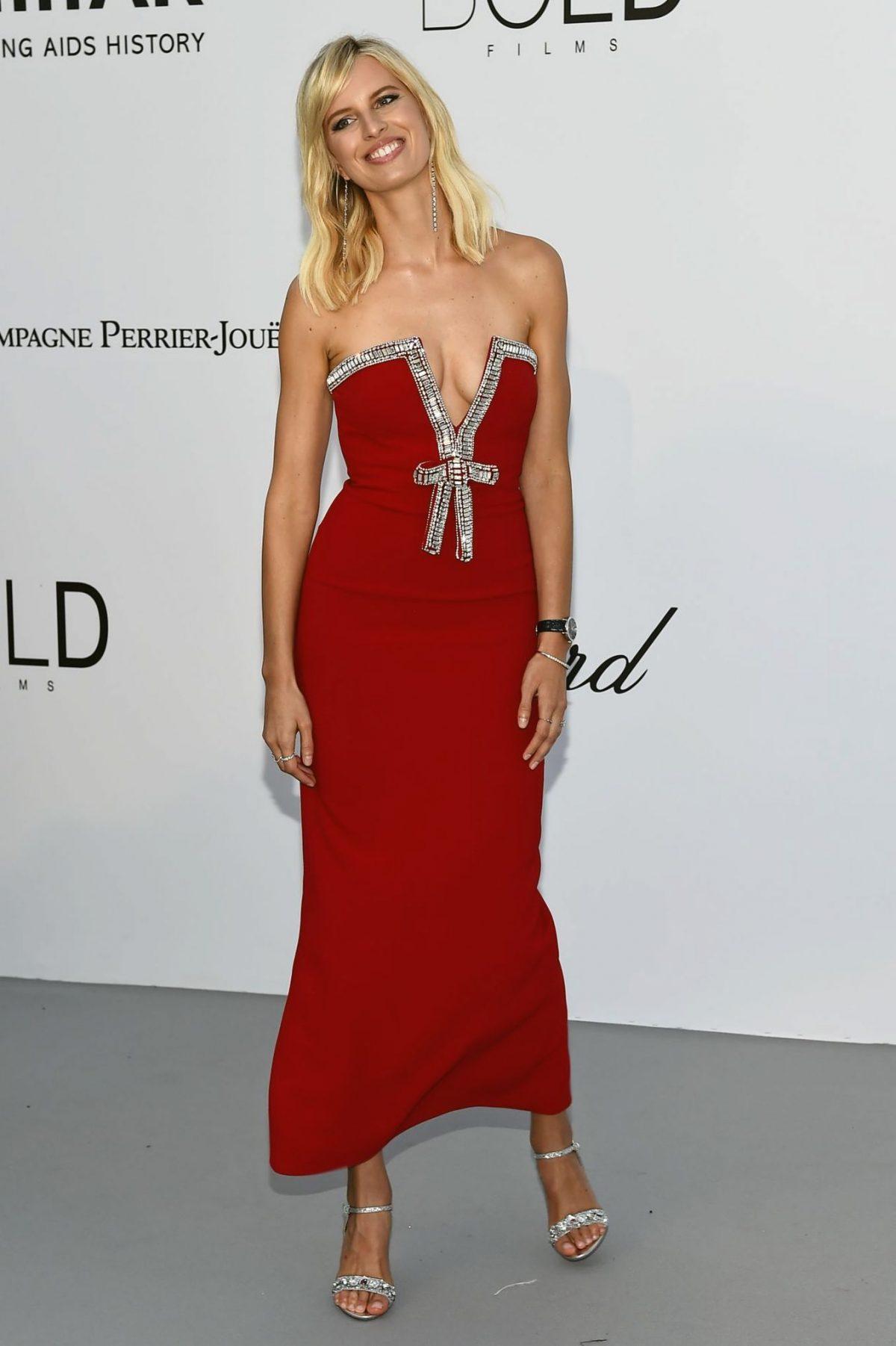 karolina kurkova boobs