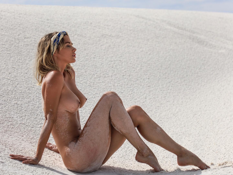 Sara Jean Underwood nue