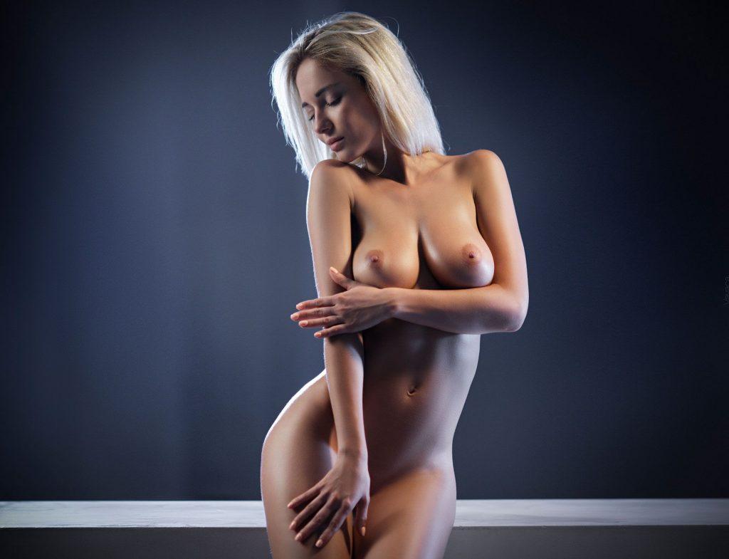 Красивые девушки блондинки позируют голыми видео